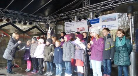 """Auftritt des Schulchors """"Diebsturmmäuse"""" auf dem Weihnachtsmarkt"""