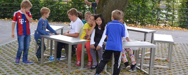 Einweihung des Projektes' Entstehung von Verweilflächen auf Schulhof I